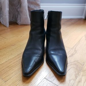 Pointy black leather boots. Excellent condition!